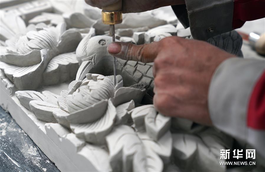 临夏砖雕:一刀一锋 砖上生花
